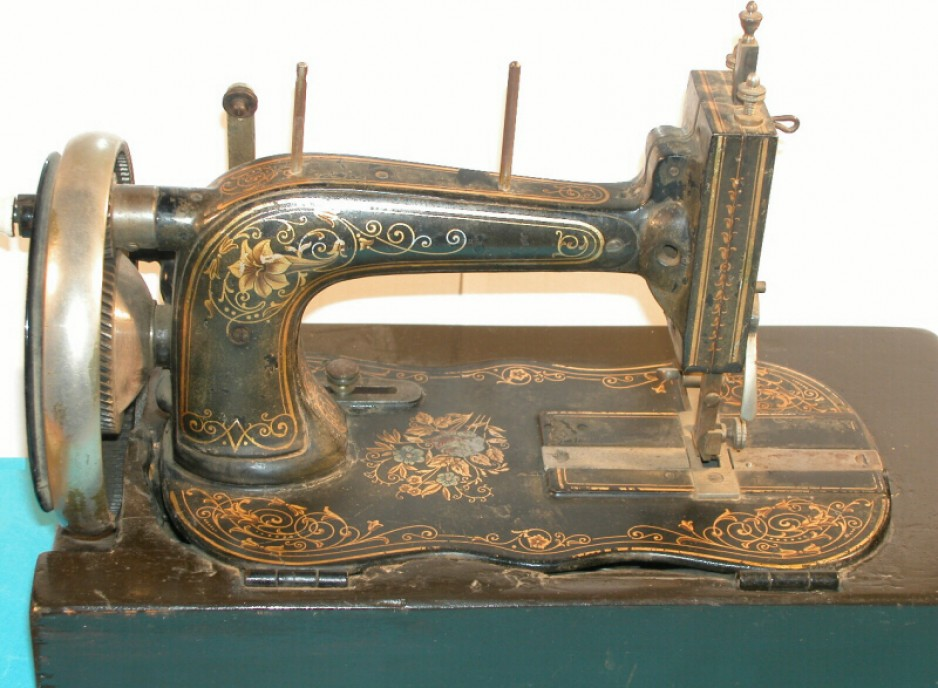 By 1890, sewing machines were commonly decorated with gold leaf and transfers.