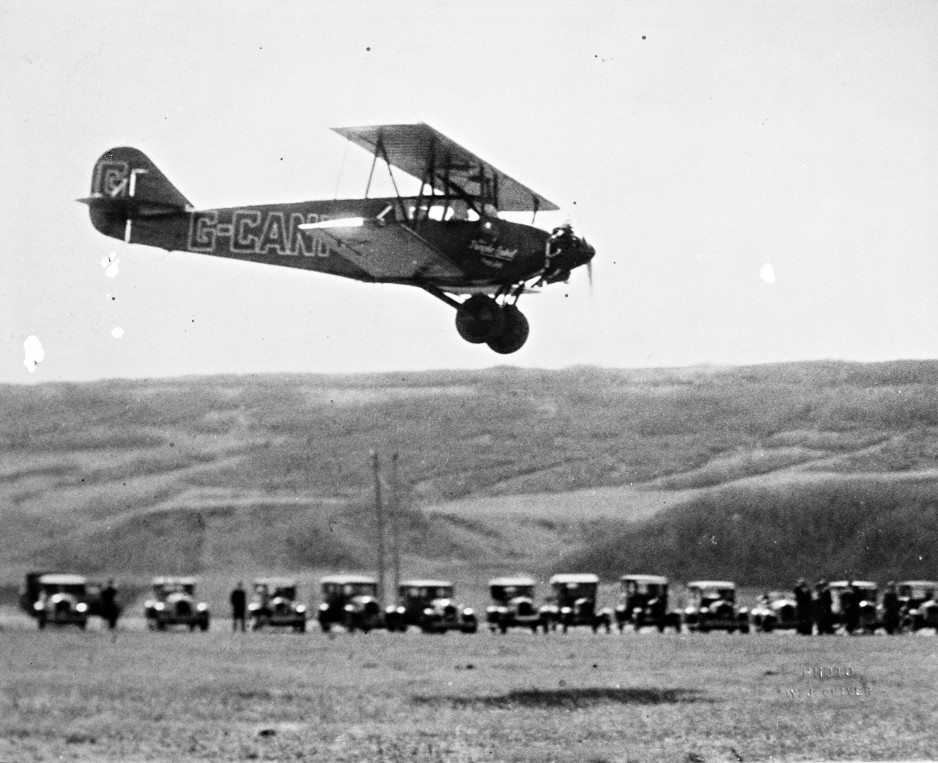 The arrival at Calgary of the Stinson SB-1 Detroiter operated by Purple Label Airline Limited before this company was absorbed by Great Western Airways Limited, April 1928. CASM, negative number KM-08272.