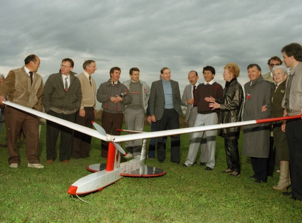 Celebrating the first public flight of the SHARP-5, Ottawa, Ontario, 6 October 1987. The full size SHARP would have been 8 times larger. Communications Research Centre Canada.