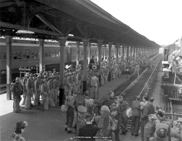 Troops waiting for train in Montréal, Québec, 1942.