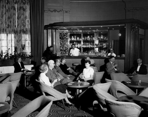 Le bar-salon de l'hôtel Fort Garry à Winnipeg, 1957