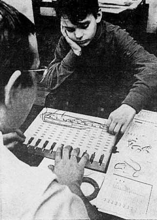 "The Kosmos Spielcomputer Logikus computer toy. Anon., ""Un jeu pas ordinaire"". Photo-Journal, 15 to 22 January 1969, 10."