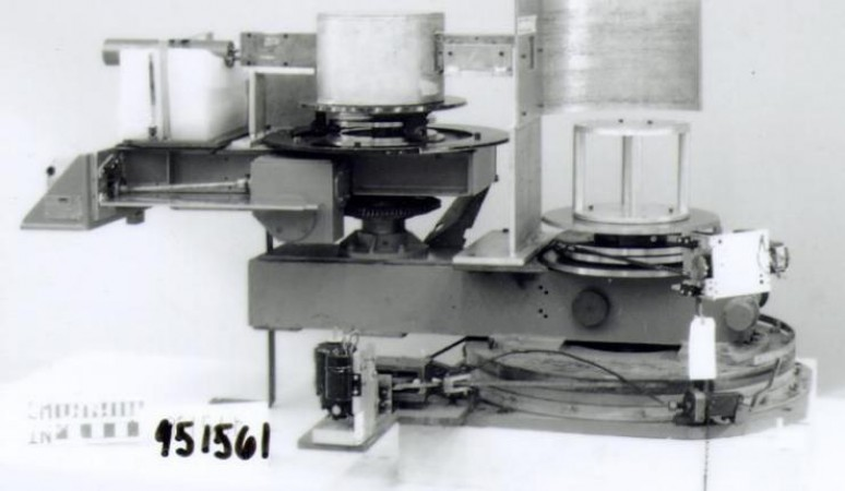First spectrometer to accurately measure inelastic neutron scattering. Source: Ingenium 1995.1561