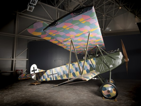 The Fokker D.VII had two different colour patterns for its lozenge camouflage. The bottom of the top wing has a more vibrant colour pattern.