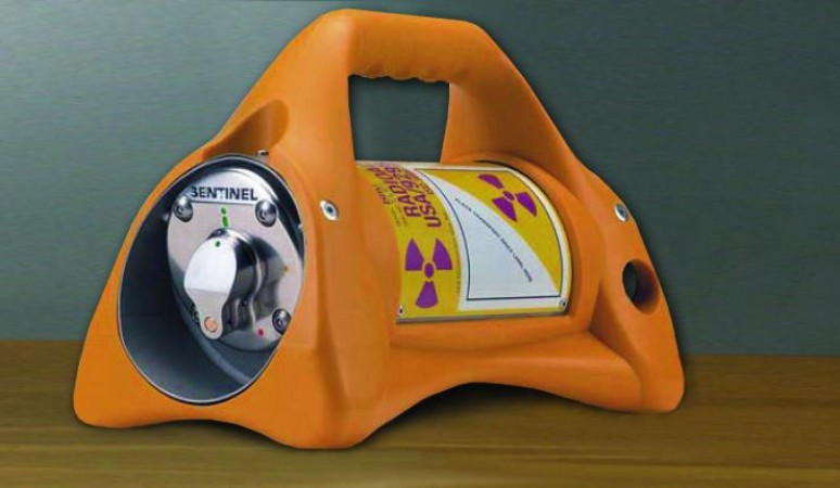 Exposure device used in industrial radiography. It contains radioactive sealed sources tracked under the SSTS.