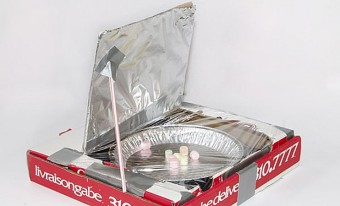 Solar oven made out of a pizza box
