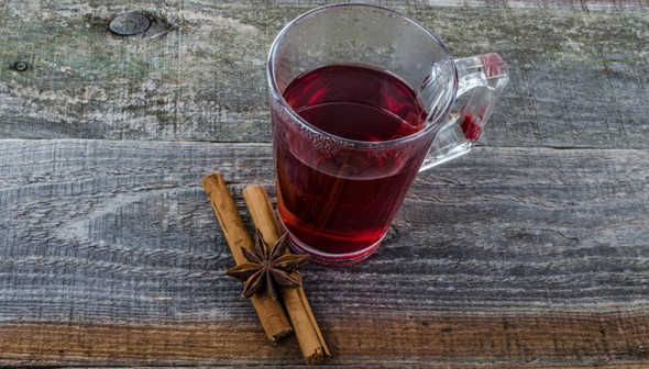 cranberry beverage with cinnamon sticks