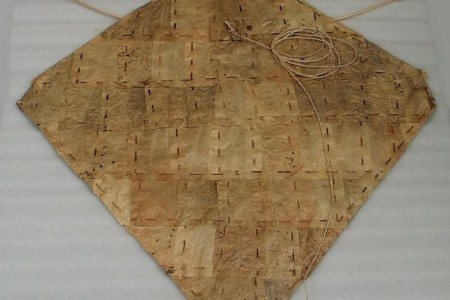 A representative example of a type of leaf kite known as a kaghati. The kamuu, a bamboo bow whose sound is designed to keep birds away from valuable crops, is clearly visible. CASM.