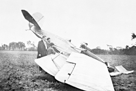 Two men and a boy looking at Curtiss-Reid Rambler that crashed at Cartierville