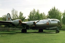 A Tupolev Tu-4 on display at the Tsentral'niy Dom Aviatsiya i Kosmonavtika, Monino, near Moscow. https://en.wikipedia.org/wiki/Tupolev_Tu-4