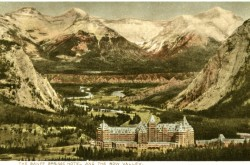 Postcard of the Banff Springs Hotel, featuring the Canadian Rockies, Canadian Pacific Railway Co.