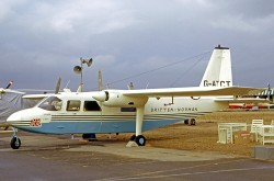 Le prototype du Britten-Norman Islander au 26e Salon international de l'aéronautique et de l'espace, Le Bourget, Paris, juin 1965. RuthAS, via Wikipedia