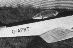 Le premier Taylor J.T.1 Monoplane, White Waltham, Angleterre. Anon., « Sport and Business. » Flight, 19 juin 1959, 839.